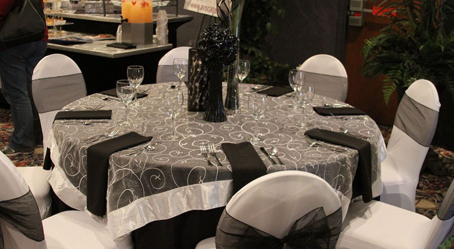 10-black-and-white-table